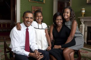 Obama_family_portrait in the_Green_Room