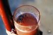 Mesure de la teinte pour doser Rosé - Champagne Arthur Marc à Fleury-La-Rivière.